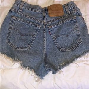 Button up Levi's high waisted vintage mom shorts